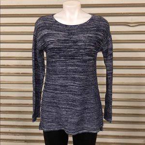 Ellen Tracy sweater size medium in NWOT condition